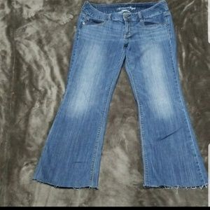 AMERICAN EAGLE DISTRESSED FRAY ARTIST WIDE JEANS